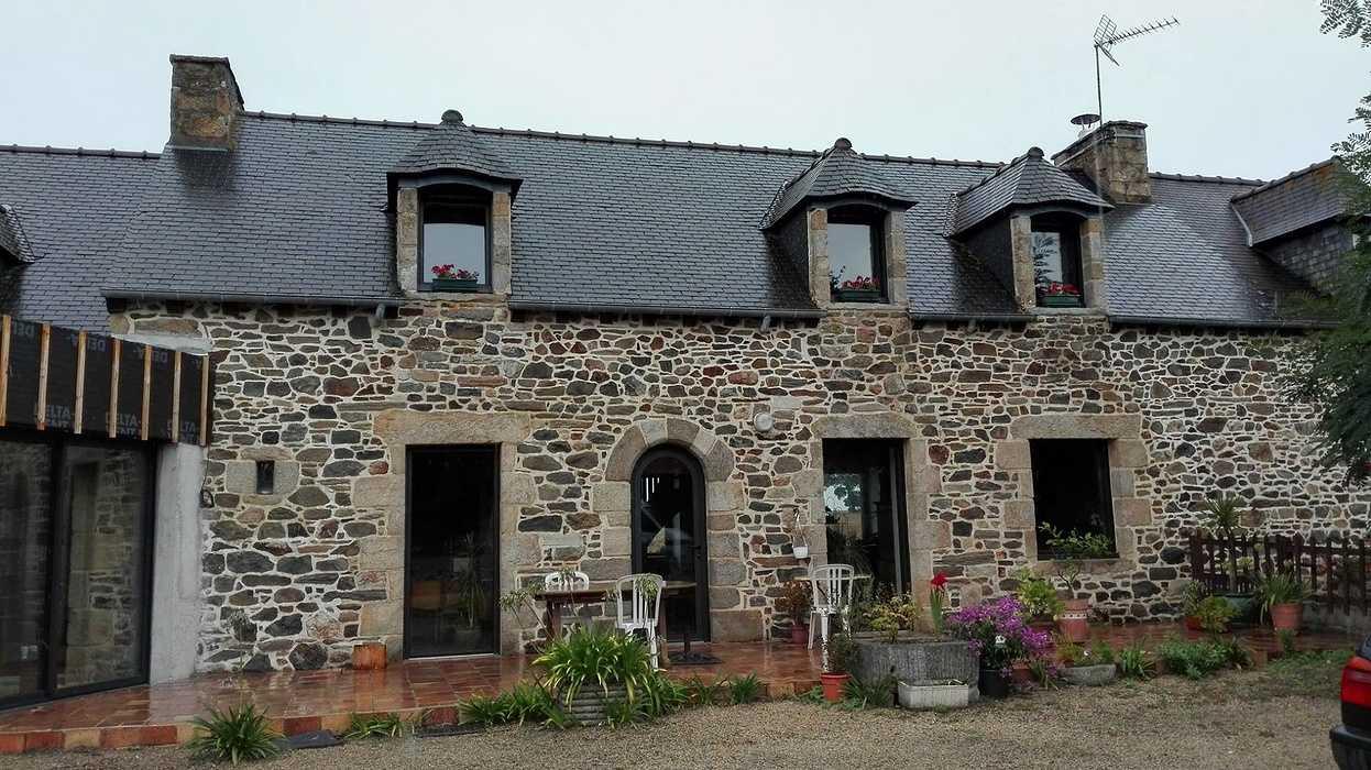 Extension en bois d''une maison d''habitation en pierre - Pléboulle 0